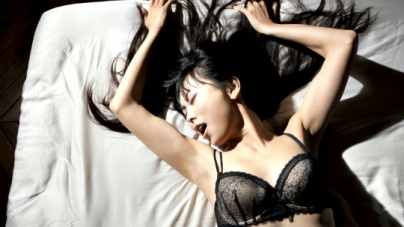 12 Ways To Tell If She's Faking It