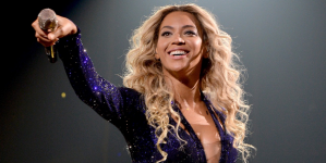 Blue Ivy Dances To Beyonce's Performance At VMAs And Jay-Z And Beyonce Kiss (Video)