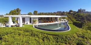 $70 Million Mansion That The Minecraft Creator Bought, Actually Outbidding Jay Z And Beyoncé (VIDEO)