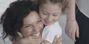 Kids Find Their Mom Without Seeing Them And It's Beautiful (VIDEO)