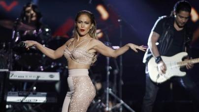 Jennifer Lopez Pays Touching Tribute to Selena (VIDEO)