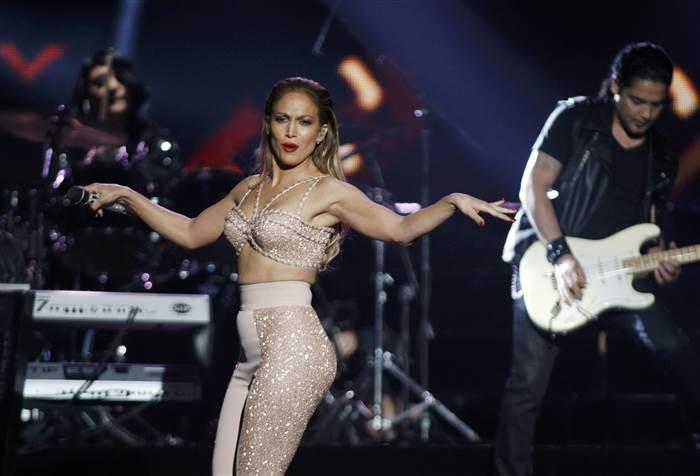 Jennifer Lopez Pays Touching Tribute To Selena Video