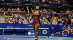 Serena Williams Holds Off Her Sister Venus, Continuing Bid for Grand Slam