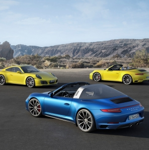 2017 Porsche 911 Carrera 4 and Targa 4 Officially Revealed